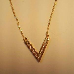 NWT EXPRESS Fine Gold Rhinestone V Necklace